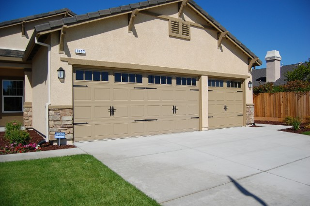 Choosing The Right Garage Door Company